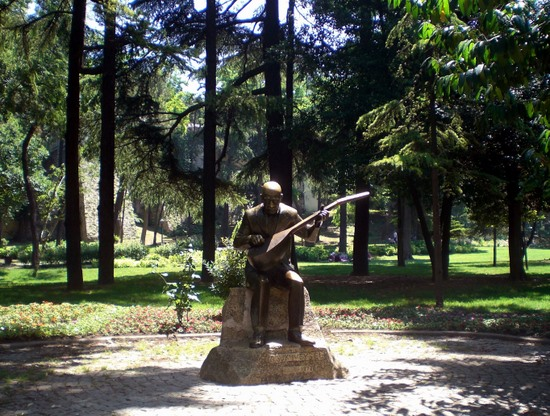 Monument to Turkish minstrel Âşık Veysel