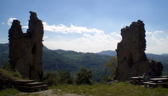 Castello di Vesime, hiking between Vesime and Cessole