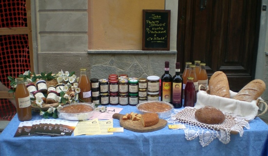 Tenuta Antica table at farmers market, Bubbio